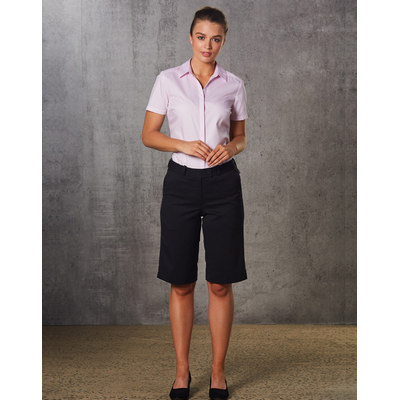 Picture of WomenS PolyViscose Stretch Knee Length Flexi Waist Shorts